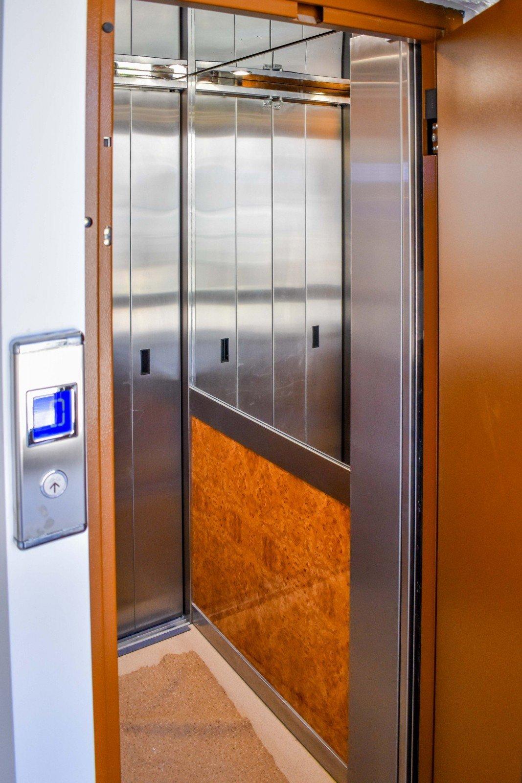 Είσοδος ανελκυστήρα
