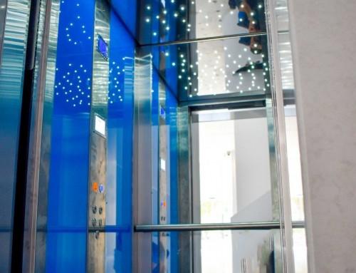 Θάλαμος με τζάμια ανελκυστήρα