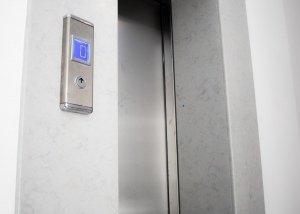 Ανελκυστήρας με αυτόματες πόρτες