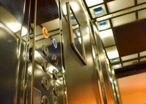 Κομβιοδόχος ασανσέρ