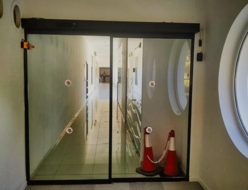 Μονόφυλλη αυτόματη πόρτα σε ξενοδοχείο στην Ρόδο